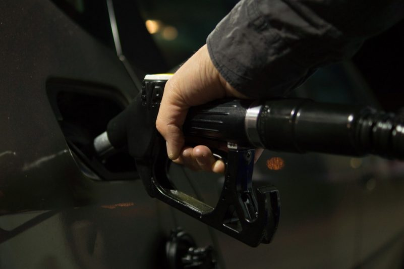 5 fuel efficient driving habits
